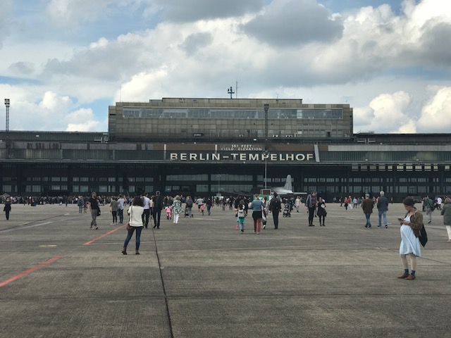 berlin tempelhof airport impressive and deactivated awesome berlin. Black Bedroom Furniture Sets. Home Design Ideas